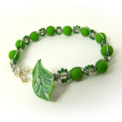 Green and silver macrame bracelet with leaf toggle